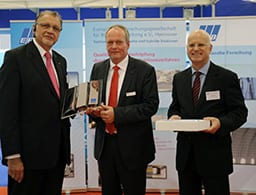 EFB President Wilfried Jakob and EFB Managing Director Norbert Wellmann presenting the seal of approval Innovative Alliance to Uwe Horschig of Oerlikon Balzers.